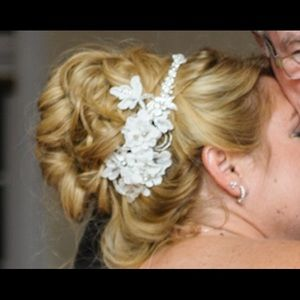 BELAIRE BRIDAL Lace/Rhinestone Silver Hair Comb
